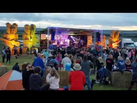 Staxtonbury 2016 crowd atmosphere