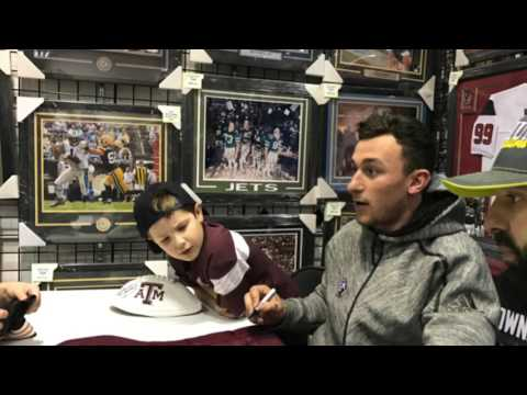 Johnny Manziel sells autographs and photos