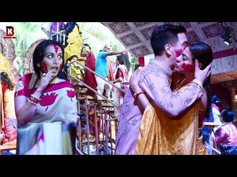 Kajol Gets Embraced Karan Johar, Rani Mukharji In Maa Durga SINDOOR Khela 2019