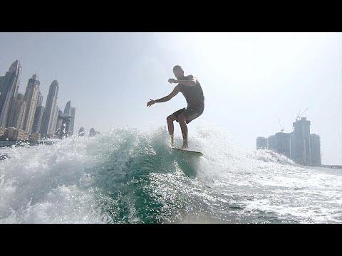 التزلج على الأمواج وركوبها .. رياضة رائجة في دبي  - 16:56-2021 / 9 / 23