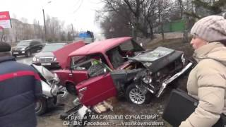 Очередная авария в Василькове по ул. Декабристов возле школы №9. Мэр В. Сабадаш обещает...