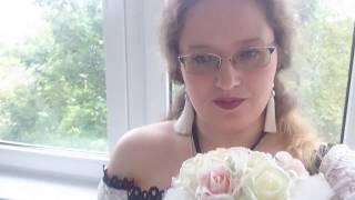 Воскресение. Свадебные духи. Надеваю белые чулочки.Болтаю.