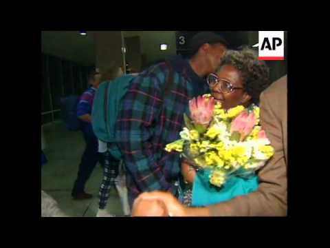 SOUTH AFRICA : WIDOW OF STEVE BIKO VISITS CELL WHERE HE DIED
