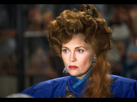Faye Dunaway as evil witch Selena