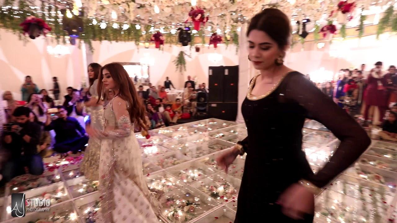 Kazim And Bushra S Shendi Beautiful Dance Performance By Sara Ali Of Sara Salon Spa Youtube