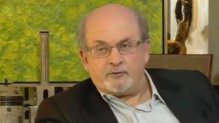 """سلمان رشدي: """"أنبذ البوركيني ولكن لا أرى أنه من عمل الشرطة حظره"""""""