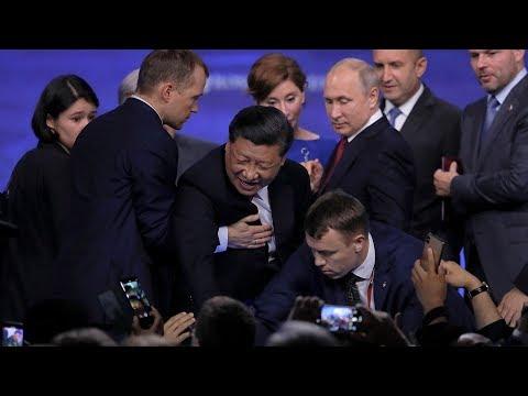 「反送中大遊行前一日」習近平訪俄出席論壇時差點跌「下台」