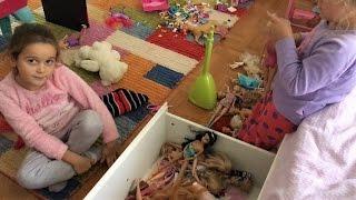 Barbie Barbie her yer Barbie | Nil ve Zeynep oda baskını | Evcilik TV