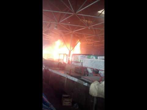 Incêndio no mercado municipal em Simoes filho.