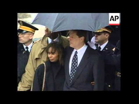 USA: BODY OF COMMERCE SECRETARY RON BROWN RETURNED TO WASHINGTON