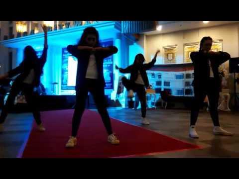 QREY DANCER Part Of D18 Dancer
