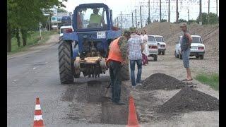 Ямочный ремонт дорог  по-крымски. Кто научит работать дорожников из