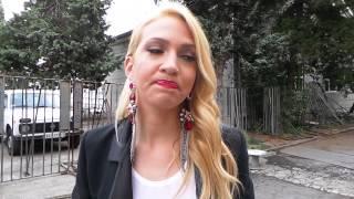 Repeat youtube video Podigla majicu: Milica Todorovic pokazala golotinju!
