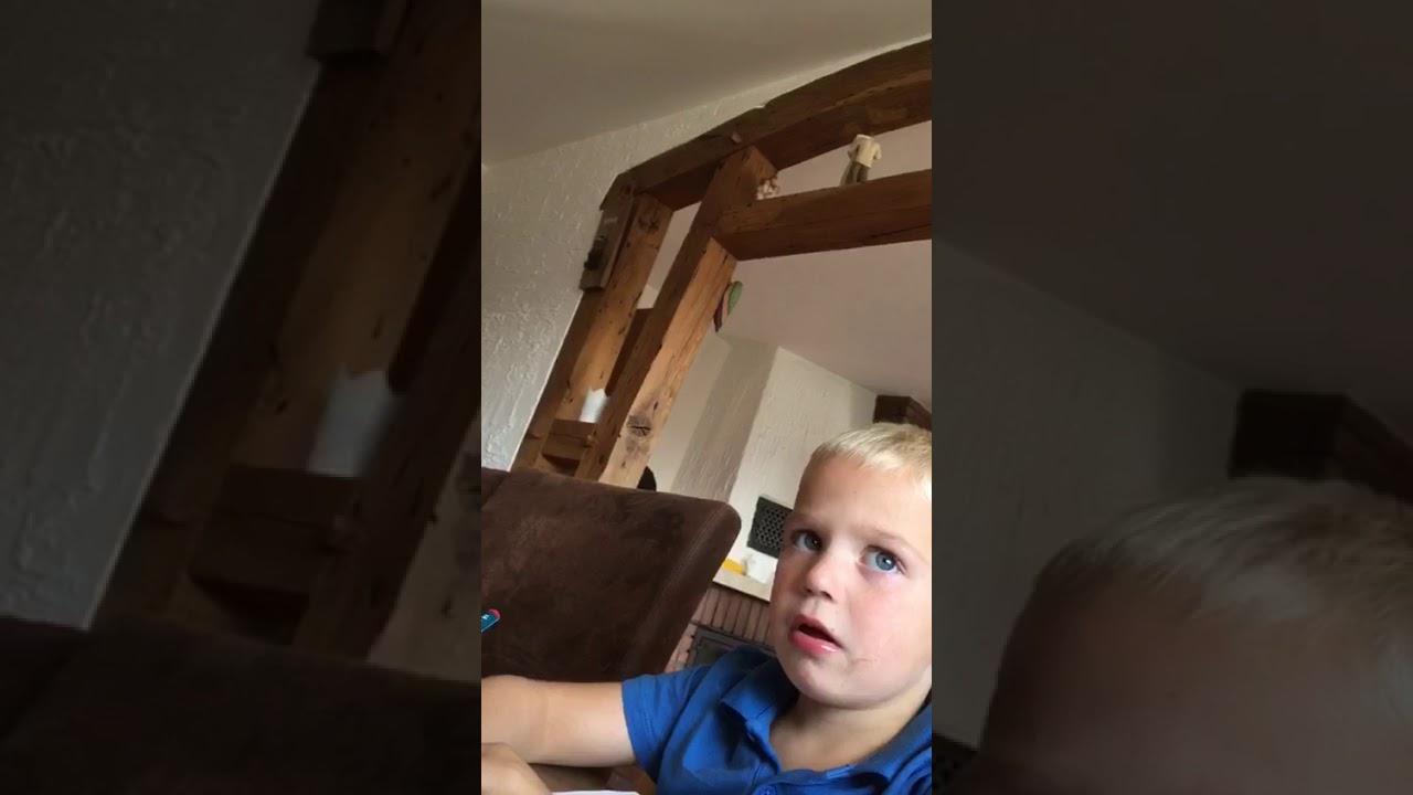 Junge Will Baggerfahrer Werden