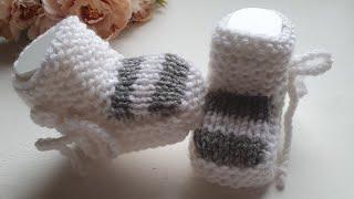 Пинетки спицами для новорожденных.