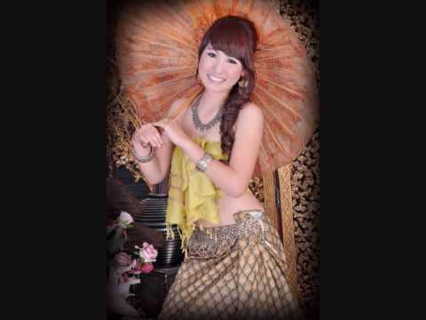 Hmong Love Song - Suab Nag Yaj - Nws Yog Yam Iab Siab