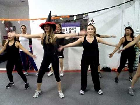 Thiller - Aula Especial de Hallowen na Academia Human Fit!! 31/10/11 Travel Video