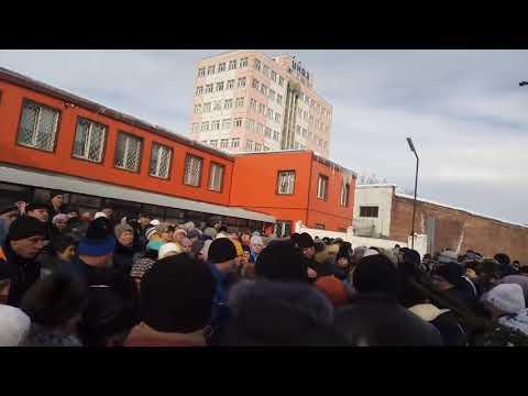 Рабочие завода, куда Рогозин летал за 6 млн, вышли на митинг
