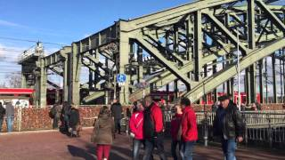 20151121_ケルン_(2)_ホーエンツォレルン橋を渡る列車