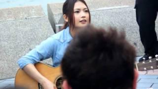 YUI 香港街演 LAUGH AWAY