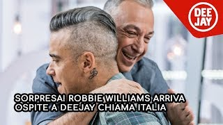 Sorpresa! Robbie Williams entra in studio a Deejay Chiama Italia