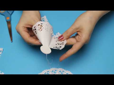 Quick and easy Christmas decorations.How to make a Paper Doily Angel. Ангелок из ажурных салфеток.
