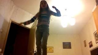 Видео урок как встать на мостик сверху