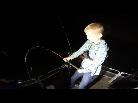 Toy rod fishing challenge catfishing with barbie rod doovi for Lunkerstv fishing rods