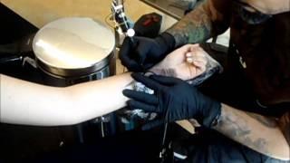 1. Tattoo / Handgelenk