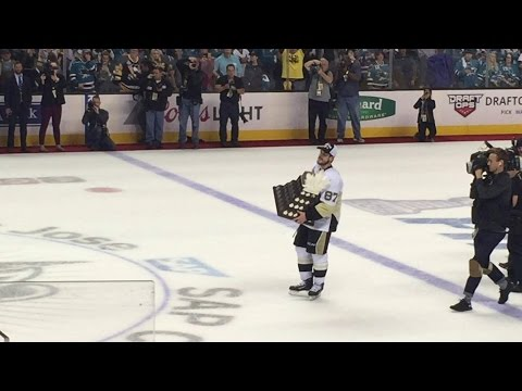 Sidney Crosby recieves the Conn Smythe Trophy
