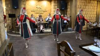 Taverna Yerevan, Armenian traditional dances