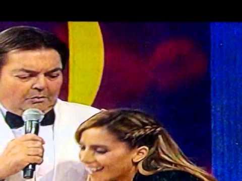 Anitta toda remendanda no palco do faustão. Melhores do ano 2013