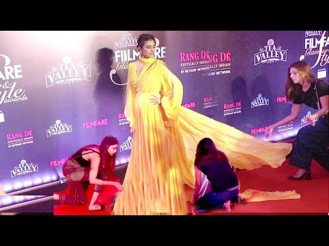 Kajol Shows Unbelivable TANTRUMS At Filmfare Glamour & Style Awards 2019