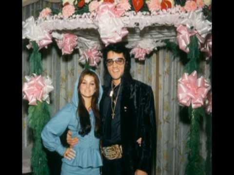 Elvis& Priscilla Presley- Christmas in Graceland
