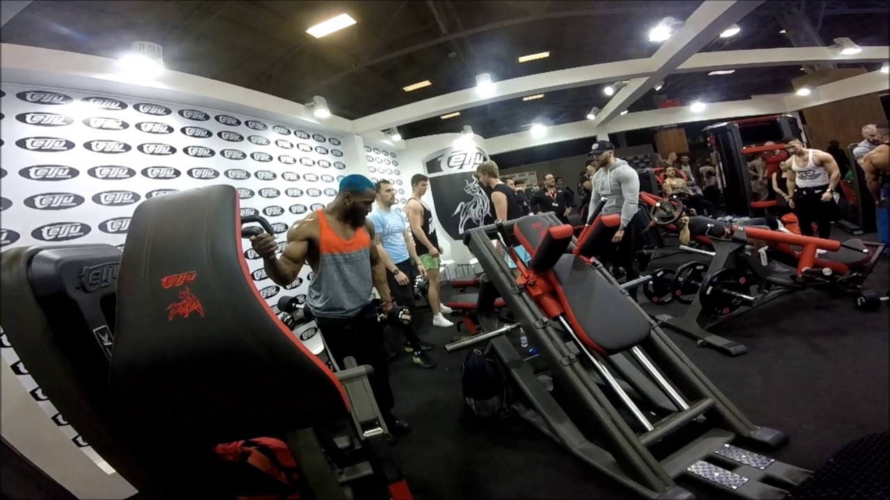 Salon bodyfitness portes de versailles 2017 youtube for Porte de versailles salon