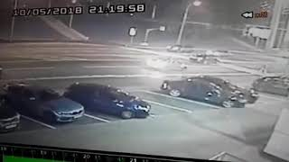 Смотреть видео ДТП (пешеход сбит на зебре) 5 октября 2018 г. Москва, Мичуринский пр., 58. Виновник уехал! онлайн