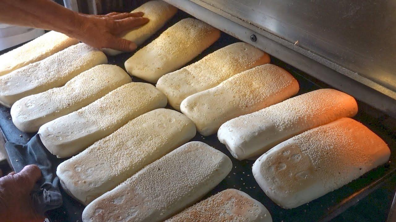 Traditional Sesame Bread, Steamed Bread / 燒餅, 饅頭 - Taiwanese Street Food