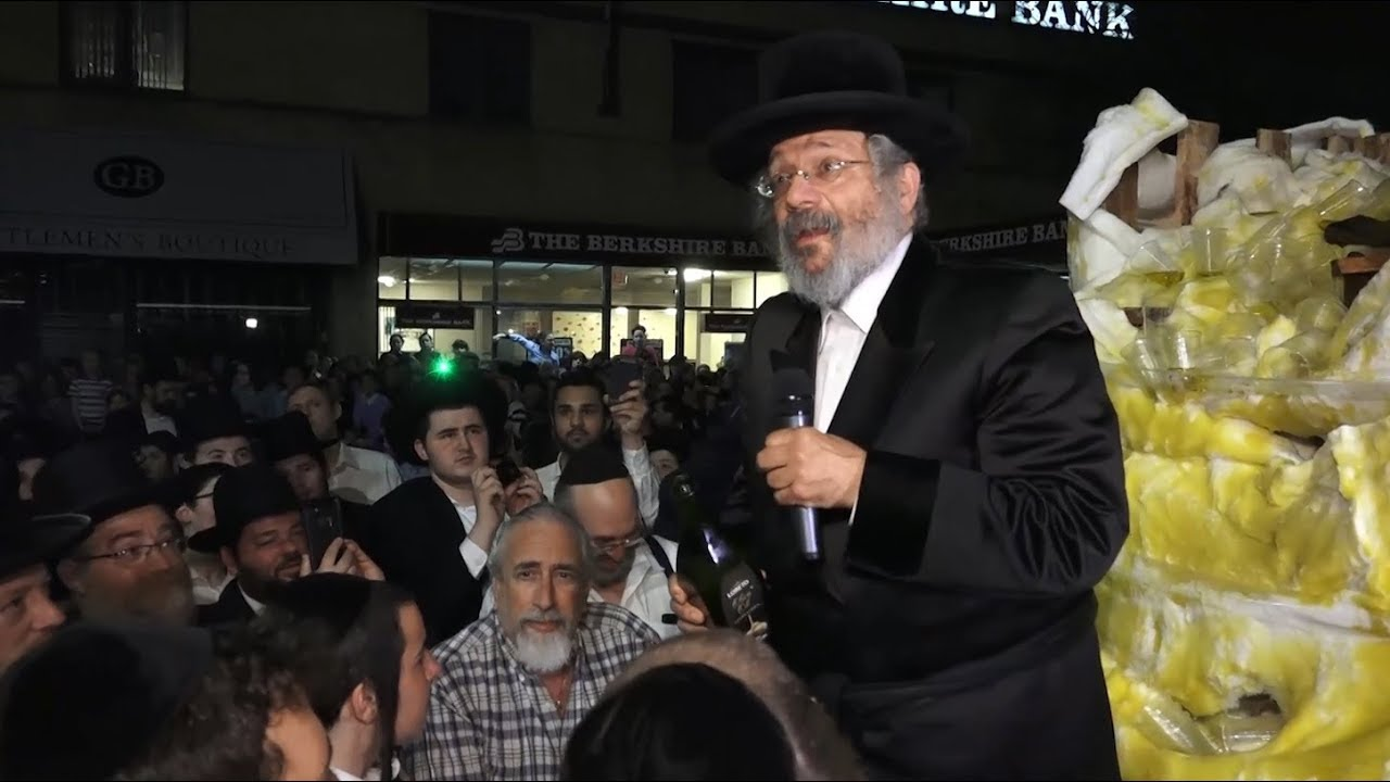 Thousands at Niklesburg Lag Baomer Bonfire in Boro Park - 2018