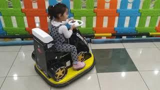 Ayşe Ebrar Formula 1 Çarpışan Yarış Arabasına Bindi. Halasını Ezmeye Çalıştı.