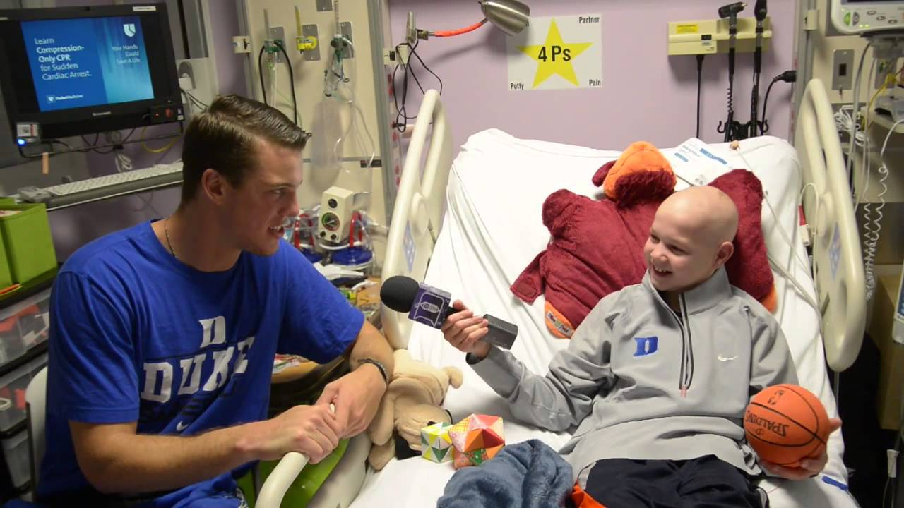 Marshall Plumlee visits Duke Children's Hospital - YouTube
