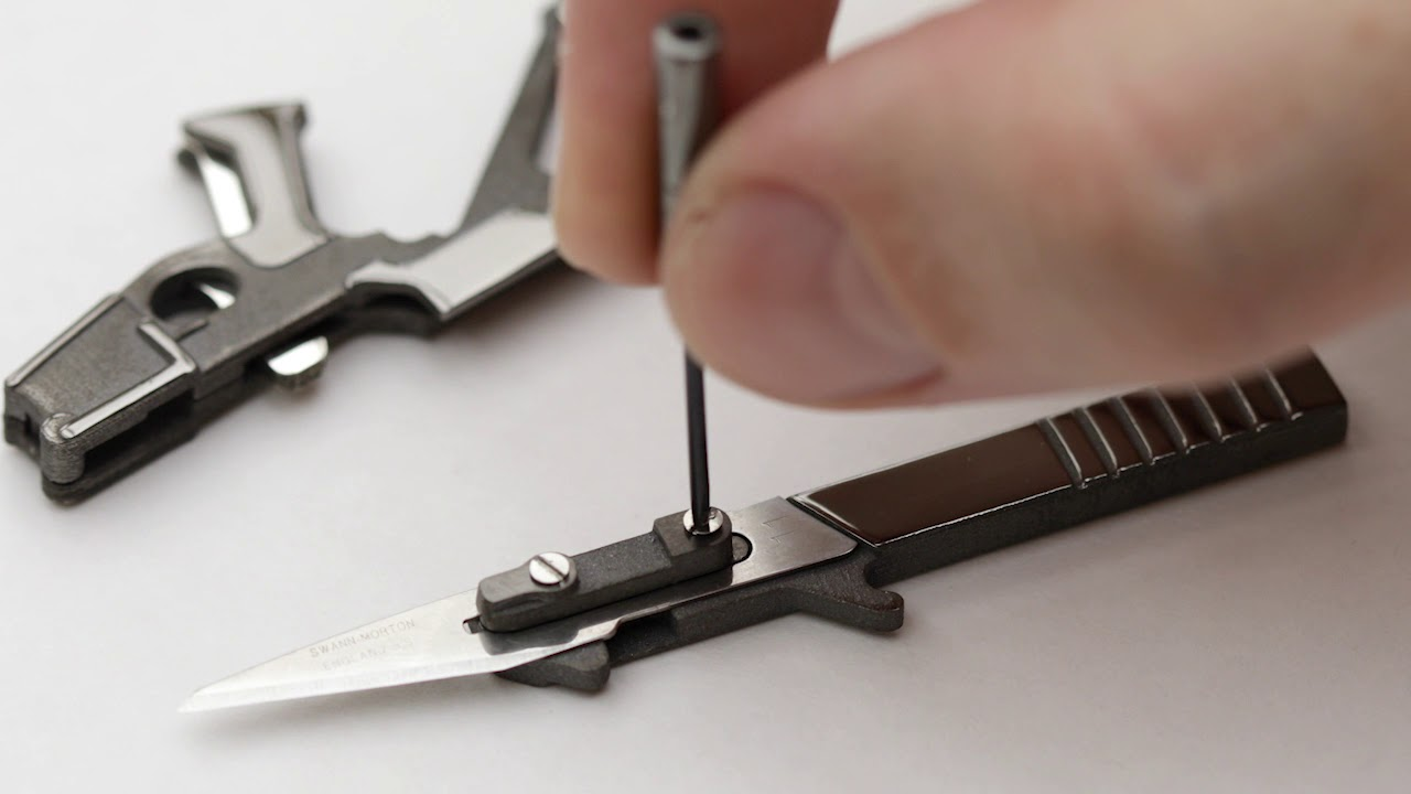 smallest pocket knife in the world