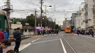 大阪 住吉大社附近を路面電車である阪堺電車が走る 平成31年 元旦 正月の光景