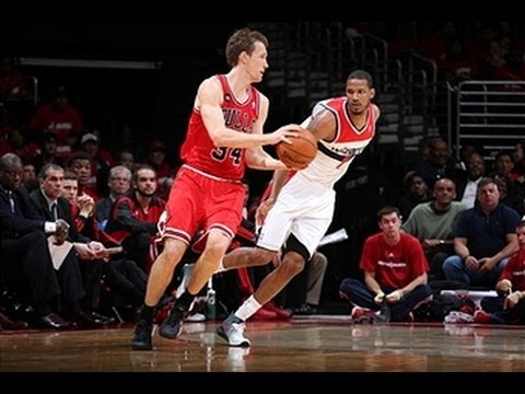 Mike Dunleavy Drops 35 to Give the Bulls a Game 3 Win