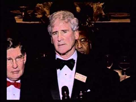 Bill Campbell Accepts NFF Gold Medal at 47th Annual Awards Dinner in 2004