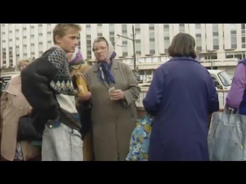 Смотреть Экскурсия в 90- ые. Видеохроника улиц Москвы и Санкт- Петербурга 1991-1996г. онлайн