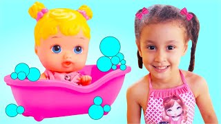 BIA BRINCA COM BONECAS VÍDEOS ENGRAÇADOS POR BIA E HENRY KIDS