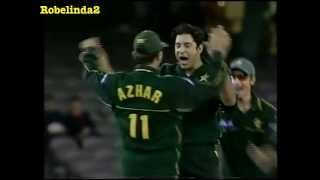 Wasim Akram owns Ponting & Gilchrist 2 wickets in 3 balls FIRST OVER OF MATCH!