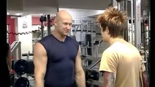 №18. Накачать мышцы за 1 месяц! Часть 4(Данное видео не является личным видео Юрия. Это эпизоды разных шоу и телепрограмм ТВ каналов. http://www.biceps.com.ua..., 2013-03-06T12:18:35.000Z)
