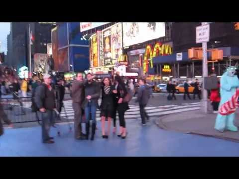 SEXY LATINAS and Crazy People @ Times Square Manhattan New York City