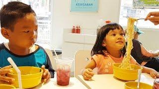 Kennes Balapan Makan Mie Sama Kak Samba dari channel SAMBA EXPLORER
